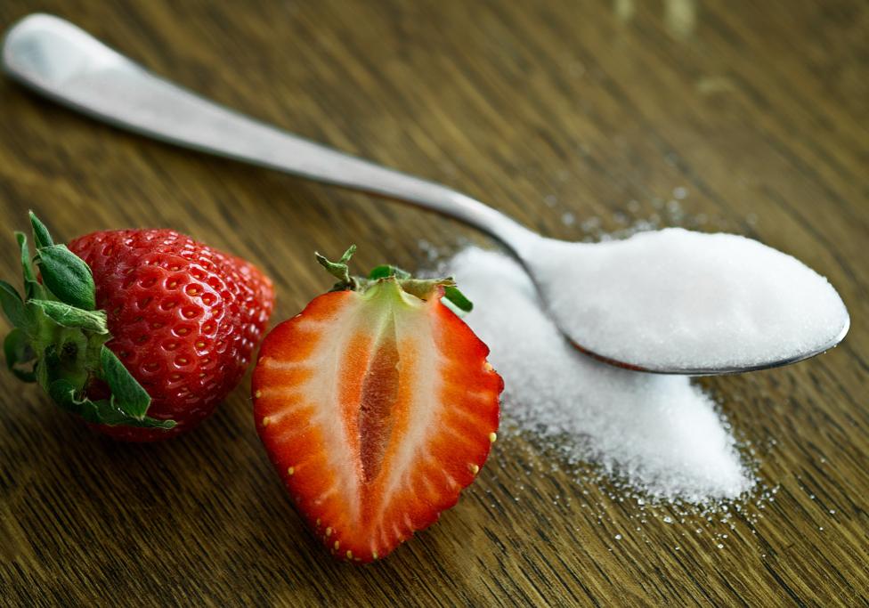 strawberries_sugar_spoon